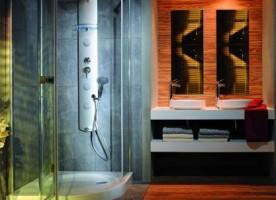 Co lepsze do kabiny – drzwi rozsuwane czy otwierane