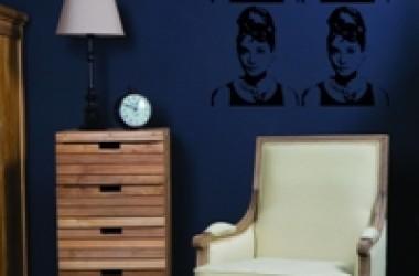 Granatowy kolor w pokoju