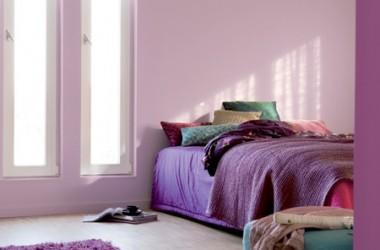 Czy fioletowy kolor pasuje do sypialni?