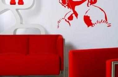 Kolor ścian do szarej podłogi i czerwonych mebli