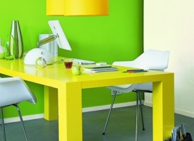 Usuwanie przebarwień na ścianie
