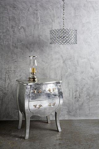 Srebrne ściany i meble w pokoju w stylu glamour - farby Tikkurila