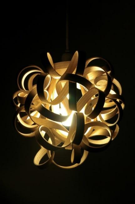 Lampa CurlyShade, brytyjskiego projektanta Charliego Whinney