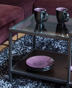 Do kolorystyki pokoju dopasowaliśmy naczynia - na zewnątrz czarne, wewnątrz fioletowe
