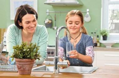 Filtrowana woda prosto z kranu; bateria kuchenna z filtrem