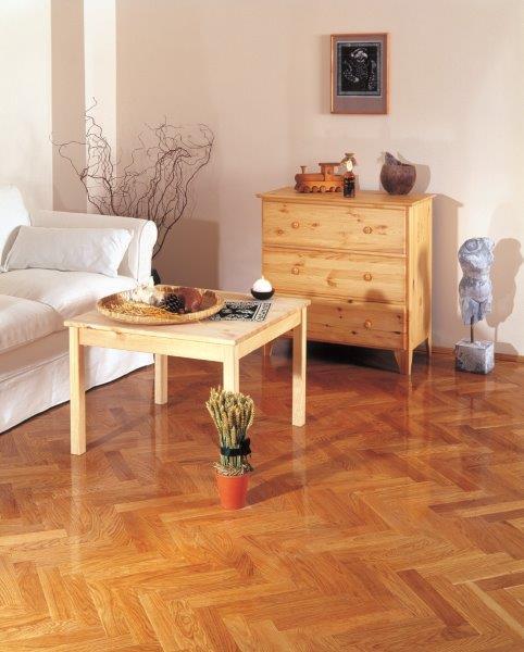 naturalna odporność drewna i lakier gwarantują wysokie właściwości użytkowe - fot. Domalux
