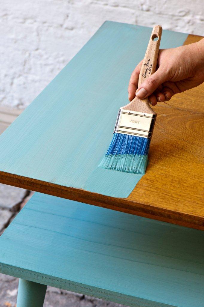 Farba na lakierowane drewno