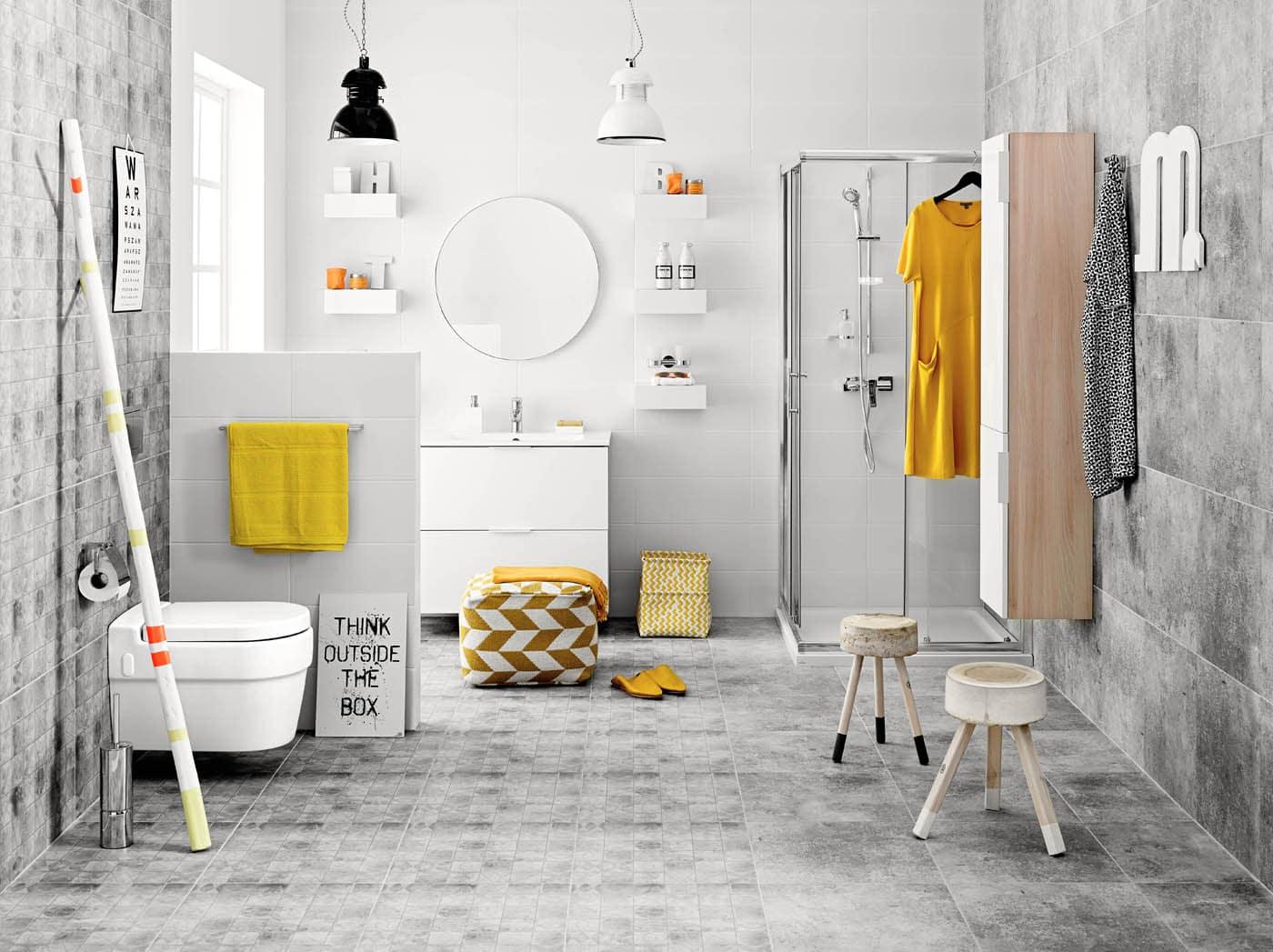 W biało-szarej łazience dobrym pomysłem są dodatki w intensywnie żółtym kolorze
