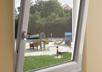 Okucia okienne – w trosce o bezpieczeństwo dzieci