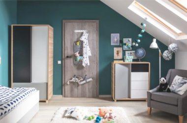Drzwi wewnętrzne z półkami, wieszakami, tablicą, lustrami…