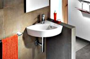 Narożna umywalka do małej łazienki