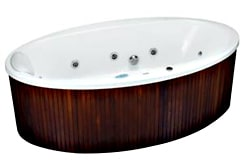 Kąpiel w drewnie, czyli wolno stojąca wanna Aura