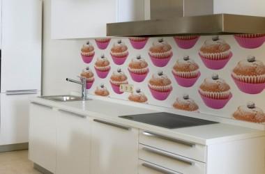 Jakich materiałów użyć zamiast płytek nad blatem w kuchni?