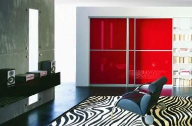 Zamiast regału i szafy – drzwi przesuwane