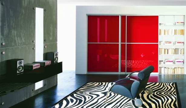 Komandor, szafa z drzwiami z lakierowanego szkła