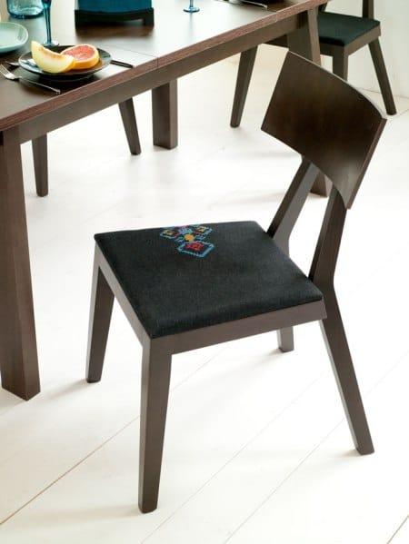 Krzesło haftowane, kolekcja Mebli Vox - NewFolk