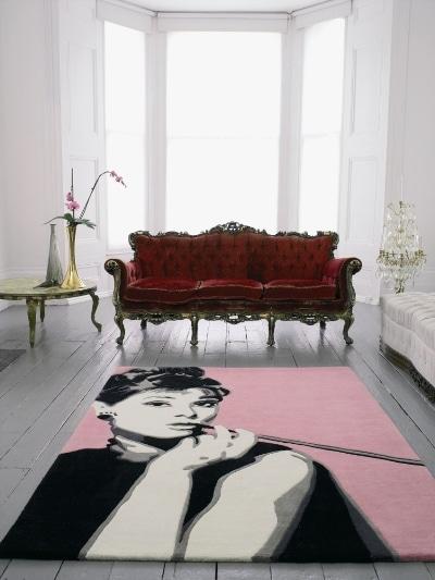 Dywan z wizerunkiem Audrey Hepburn. Komfort