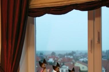 Rozszczelnić okno nawiewnikiem czy mikrorozszczelnianiem