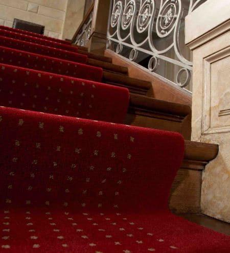 Wykładzina Avenue Komfort na schodach