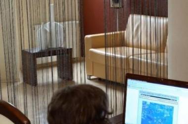 Jak oddzielić biurko w pokoju dziennym?