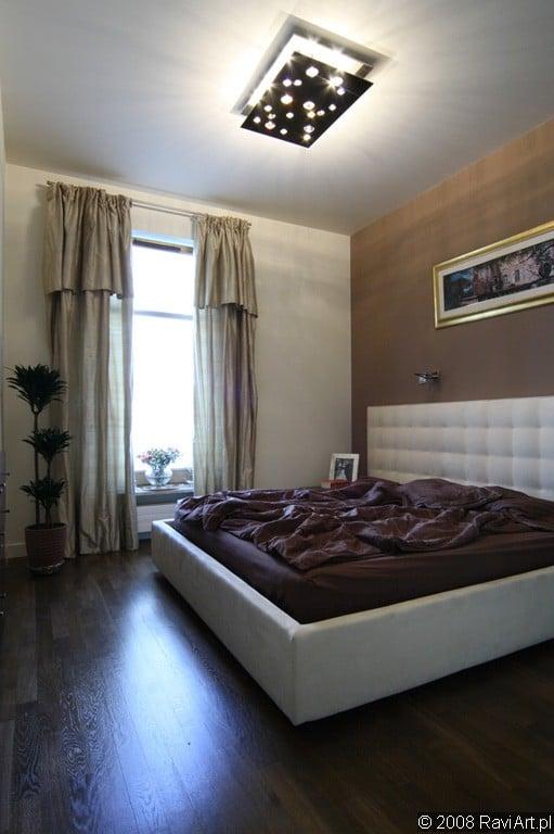 Oświetlenie sufitowe w sypialni (plafon). Projekt Studio Zero