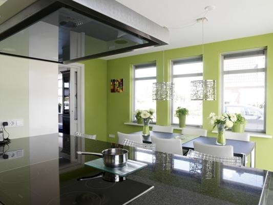 Kuchnia pomalowana farbą Dekoral, kolor Soczysta Papierówka