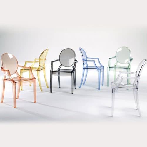 Krzesła Louis Ghost zaprojektowane przez Philippa Starcka
