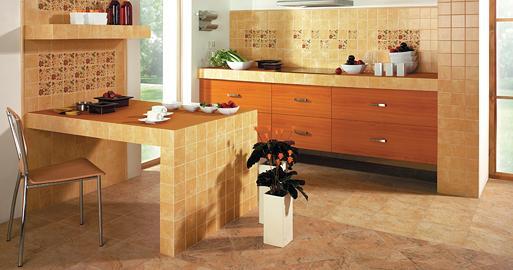 Kolor ścian do dębowych mebli i beżowych płytek  Kuchnia