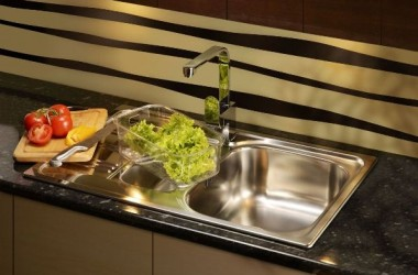Prosta, elegancka, ekologiczna bateria do kuchni