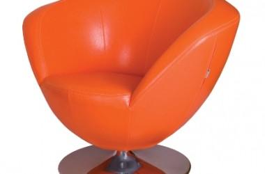 Fotele w skórze, w ostrych kolorach
