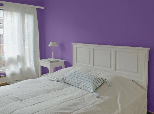 sypialnia fiolet tikkurila