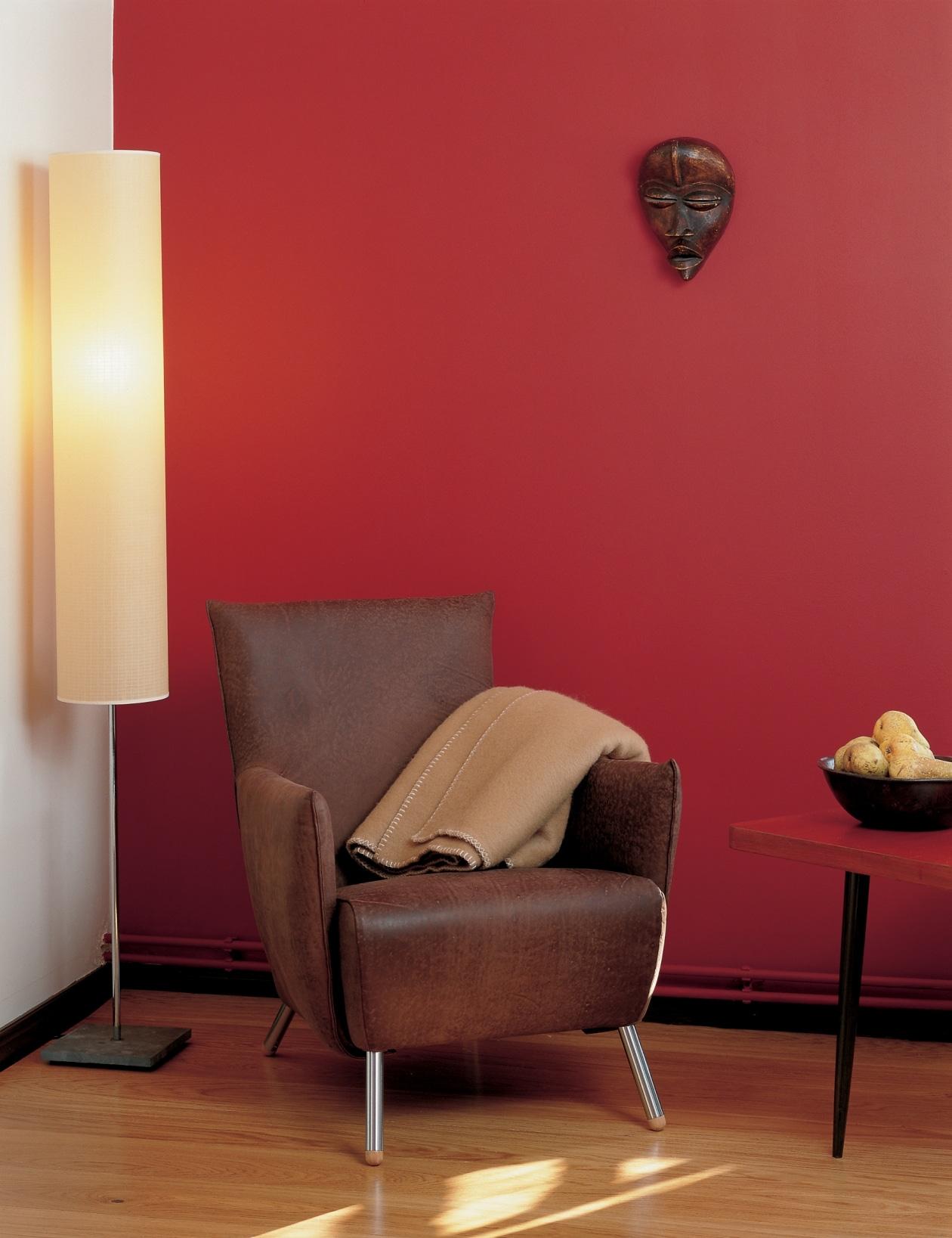 Tikkurila - czerwona farba na ścianach pokoju