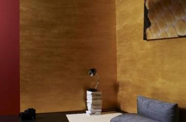 Złote ściany w pokoju