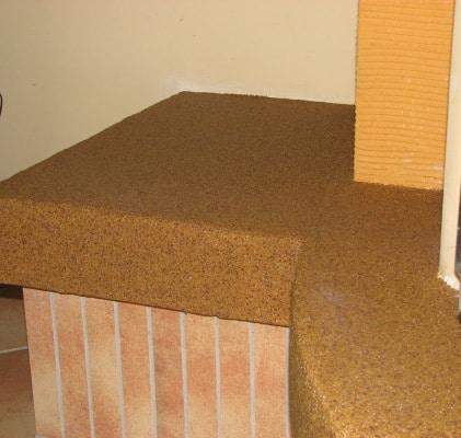 Tynk mozaikowy Tytan na obudowie kominka