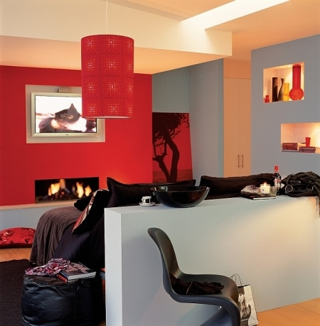 Różnorodne płaszczyzny ścian są wyeksponowane kolorami