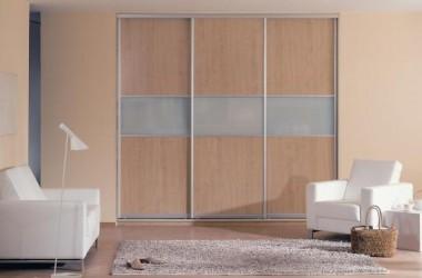 W małym pokoju – szafa wbudowana czy meble