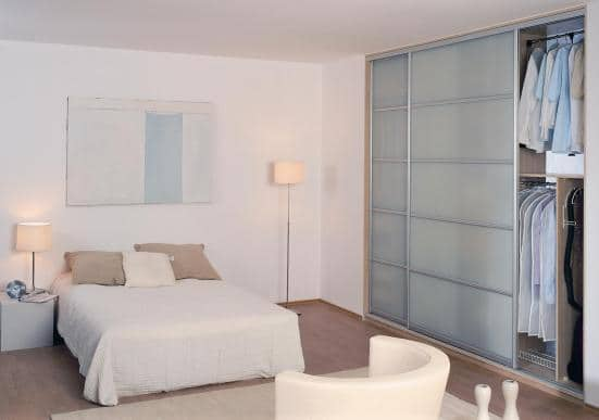 Drzwi ze szkła mlecznego w sypialni - Indeco