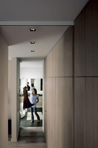 Oprawa Philips SmartSpot Philips w korytarzu