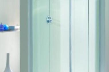 Drzwi do kabiny – szklane czy z tworzywa?