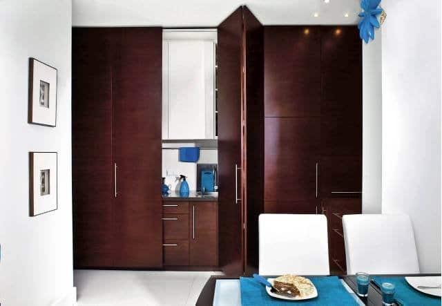 Kuchnia mieści się w szafie