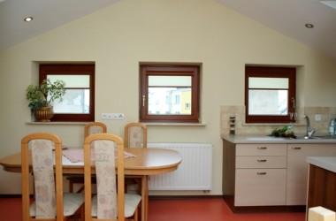 Okna drewniane – jak o nie dbać