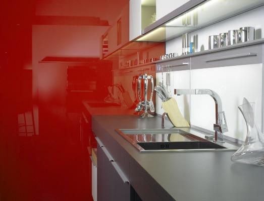 Szkło lakierowane lacobel w kolorze Ognista Czerwień, prod. Saint Gobain Glass