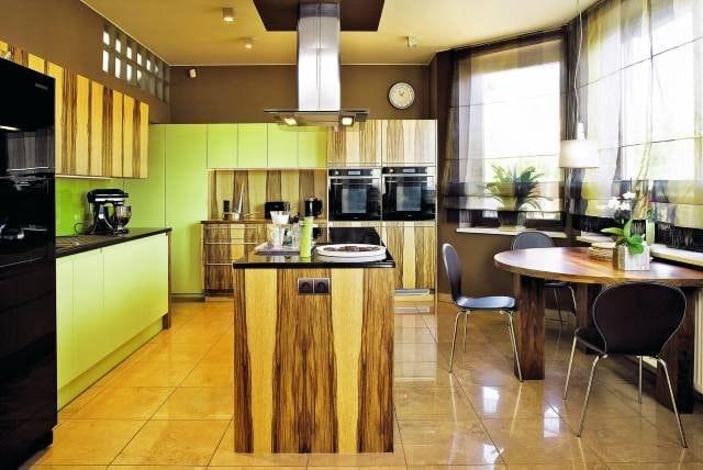 Kuchnia limba z zielonymi ścianami