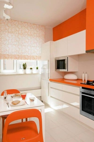Kontrastowe połączenie w kuchni bieli i pomarańczu