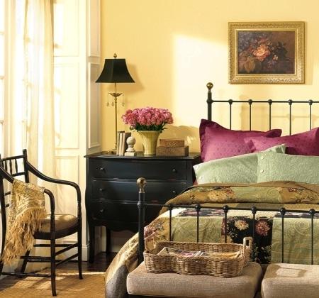 Żółty w sypialni - farby Benjamin Moore