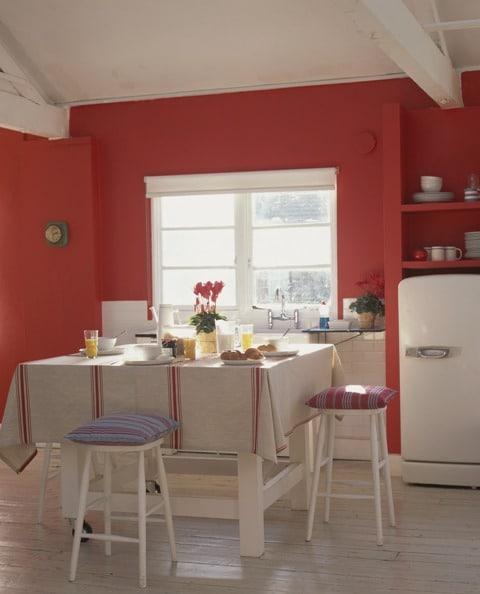 Kolor Roku Dulux czerwień w odcieniu Głębia Koralu