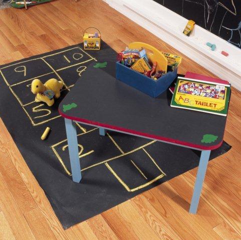 Blat stolika pomalowany farbą tablicową