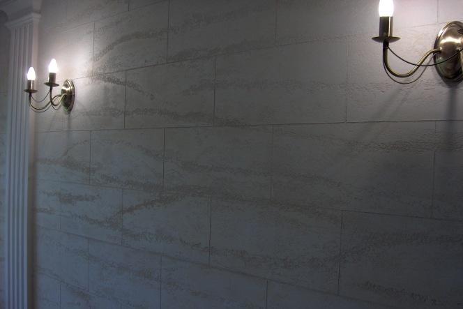 Trawertyn - tynk dekoracyjny na ścianie wykonany przez Top Kolor