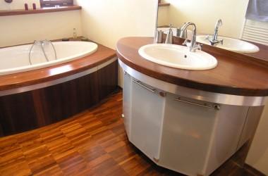 Jakie drewno do łazienki?
