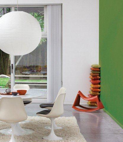 Mieszkanie pomalowane farbami Dekoral - biel w połączeniu z zielenią